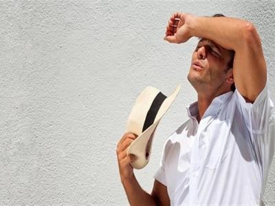 أصبح وجهي حساسا وتظهر فيه حبوب ويحرقني عند التعرض للشمس، أريد علاجا
