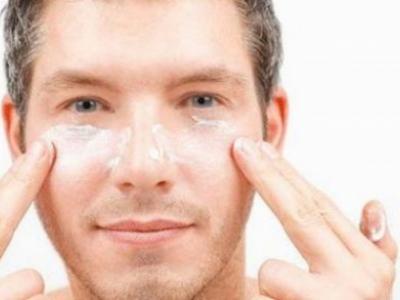 اسمرار في الوجه وعدم توحيد اللون.. هل يؤدي لحدوث النمش؟